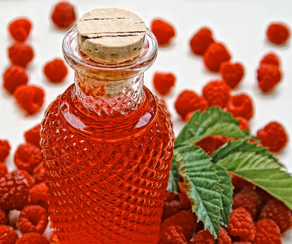 Homemade Raspberry Liqueur: This little gem is versatile in the ...