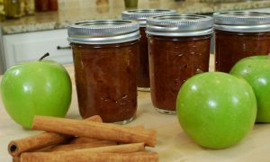 Slow Cooker Applesauce – VIDEO