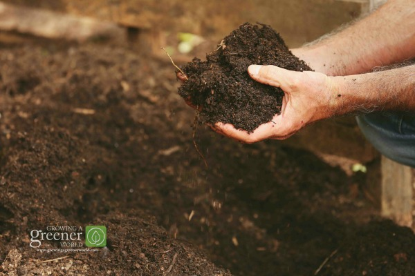 How to make compost - GrowingAGreenerWorld.com