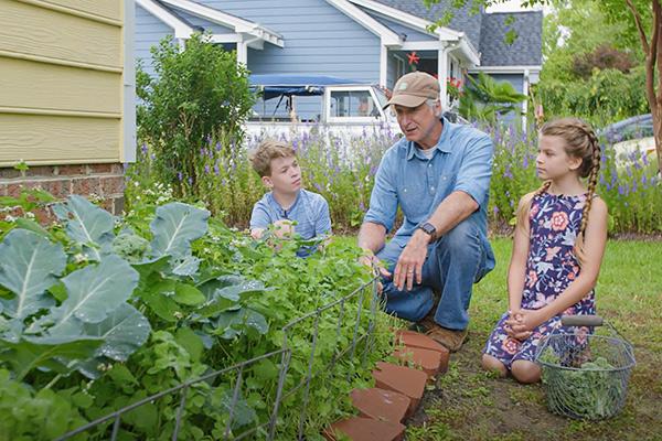 Joe Lamp'l talking to kids in the garden